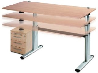 Mit einem Steh-Schreibtisch gegen ungesundes, zu langes Sitzen vorgehen.