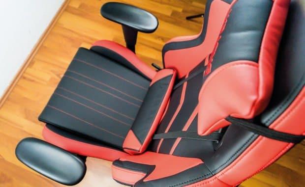 Der Player von AKRacing von oben mit Blick auf die Sitzfläche