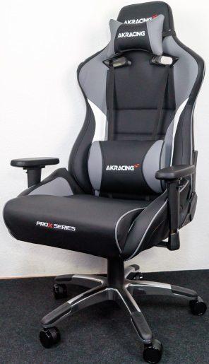 Die AKRacing ProX Series in grau, schwarz und weiß.