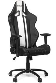 Ein Gamerstuhl in der Farbe schwarz/weiß.