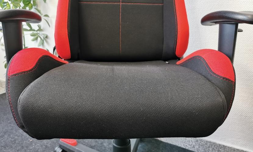 Ausgeprägte Seitenwangen beim DXRacer Gaming Computersessel fuer Zocker