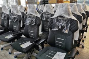 Backforce One Produktion - montierte Stühle