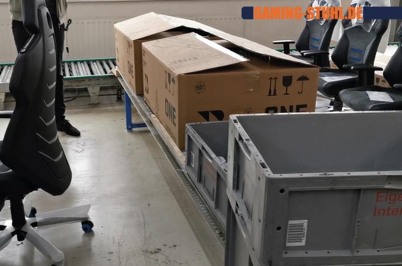 BF One Karton als Aufbauhilfe