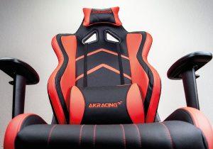Blick von unten auf die Rückenlehne des getesteten Stuhls.