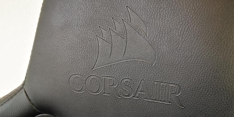 Corsair Logo auf Kopfstütze