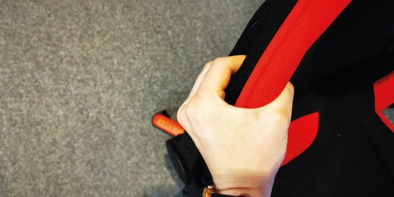 Fehlende Polsterung: Finger berühren sich von beiden Seiten
