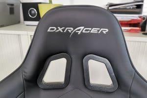 DXRacer Formula Test: Die Kopfstütze mit Logo