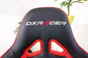 DXRacer Racing Test: Logo auf Kopfstütze