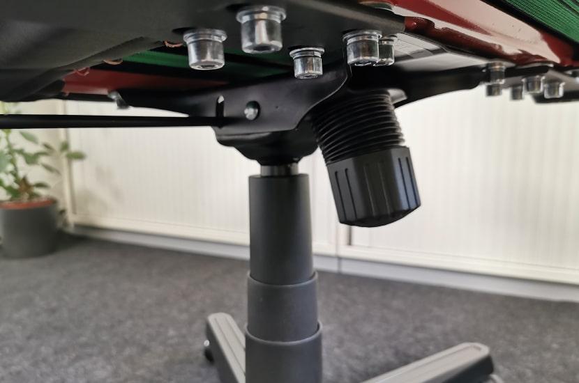 Einfache Wippmechanik von unten fotografiert