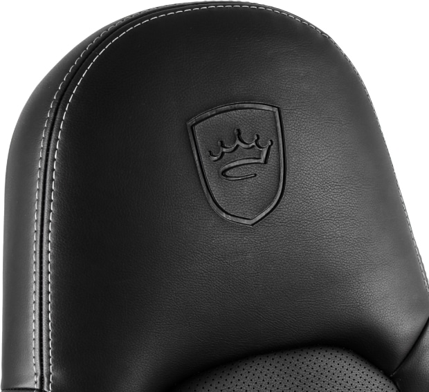 Kopfteil des ICON Stuhls mit dem eingestanzten Logo.