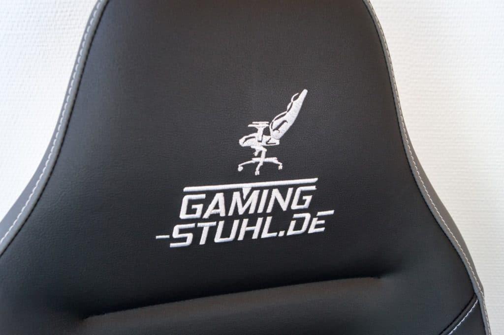 Logo auf der Rückenlehne