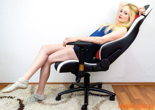 Test der Kipp-Funktion vom Echtleder-Chair.