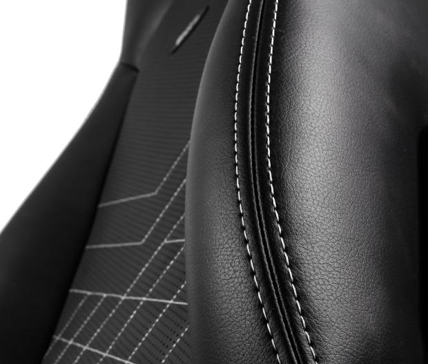 Lederbezug der Rückenlehne in schwarz/weiß.