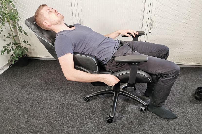Rückenlehne um 160° geneigt mit Tester