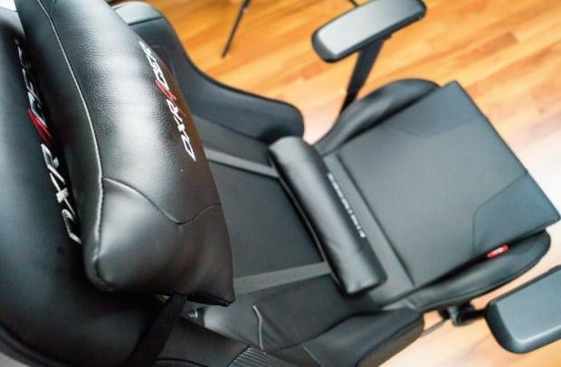 Schlicht schwarzes Design eines DXRacers