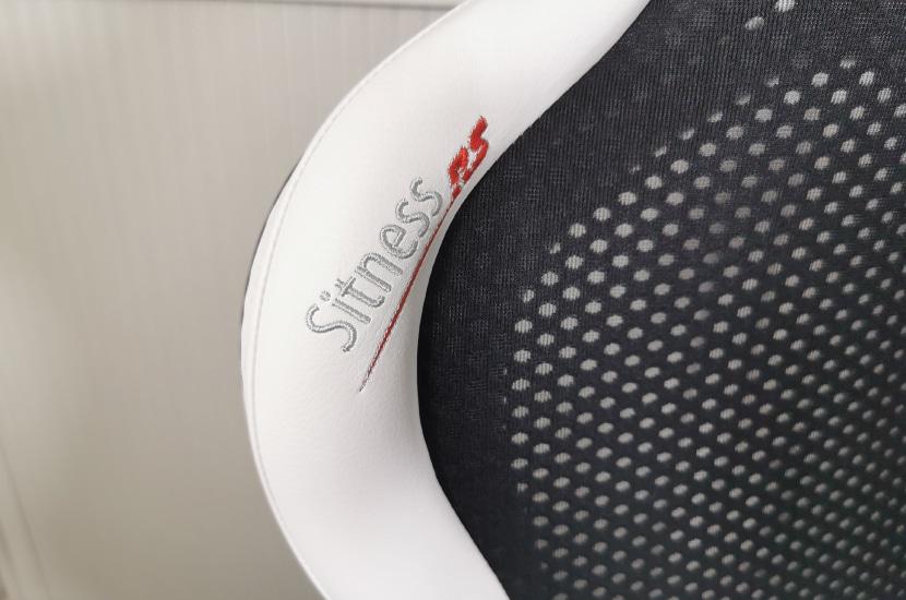 Sitness RS Stickung auf Rückenlehne