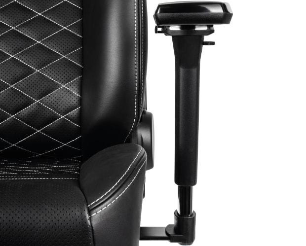 Sitzfläche, Armlehne und Rückenlehne mit weißen Ziernähten