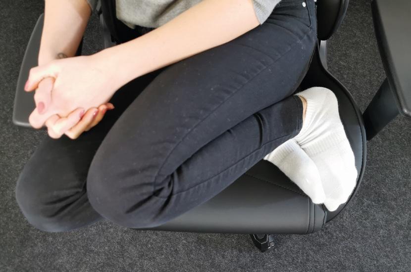 Sitzposition der Testperson: Angewinkelte Beine