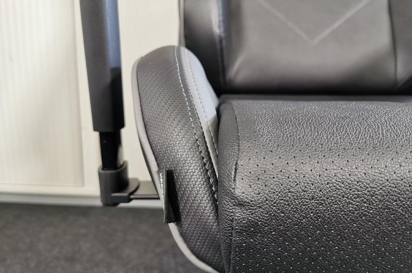 Steile Seitenwangen an der Sitzfläche