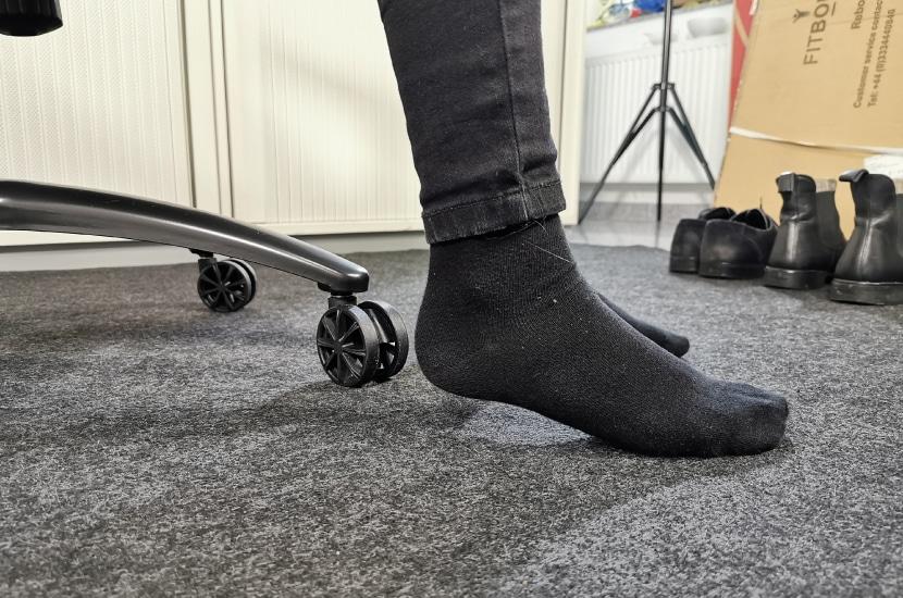 Testperson mit 167cm kommt mit Füßen nicht auf den Boden